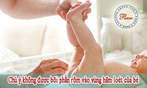 nu-ho-sinh-huong-dan-cach-dieu-tri-ham-loet-vung-ben-cua-be