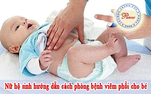 nu-ho-sinh-huong-dan-me-cach-phong-ngua-benh-viem-phoi-cho-be