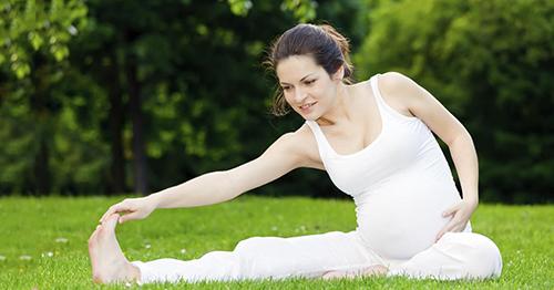 Tập Yoga là phương pháp chống rạn da khi mang bầu hữu ích