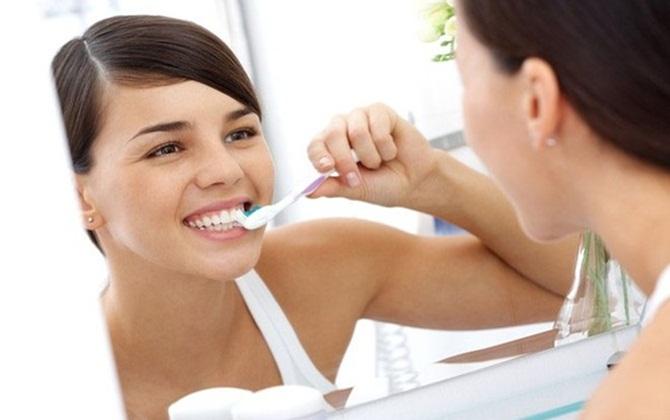 Sai lầm gây nguy hiểm khi kiêng đánh răng sau sinh