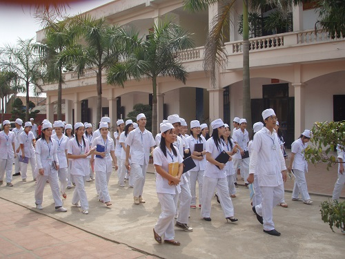 Sinh viên Văn bằng 2 Cao đẳng Điều dưỡng trong buổi đi thực tế