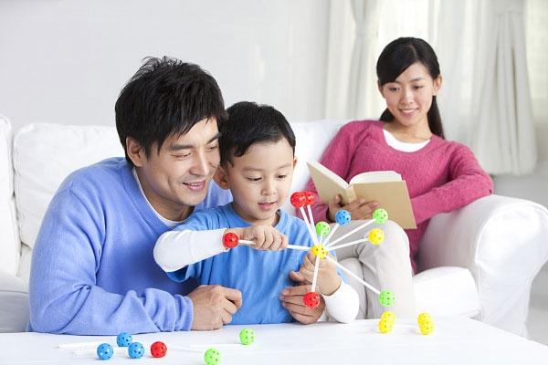 Hãy vui chơi cùng trẻ thường xuyên