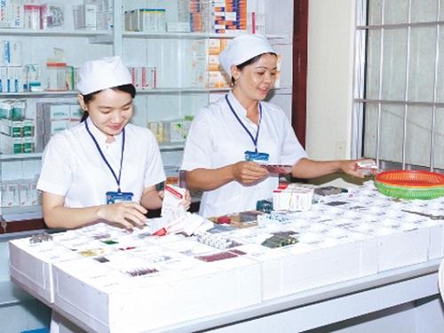Học Văn bằng 2 Cao đẳng Dược làm dược sĩ lâm sàng