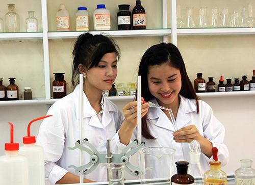 Học Văn bằng 2 Cao đẳng Dược, giảm bớt chi phí tài chính