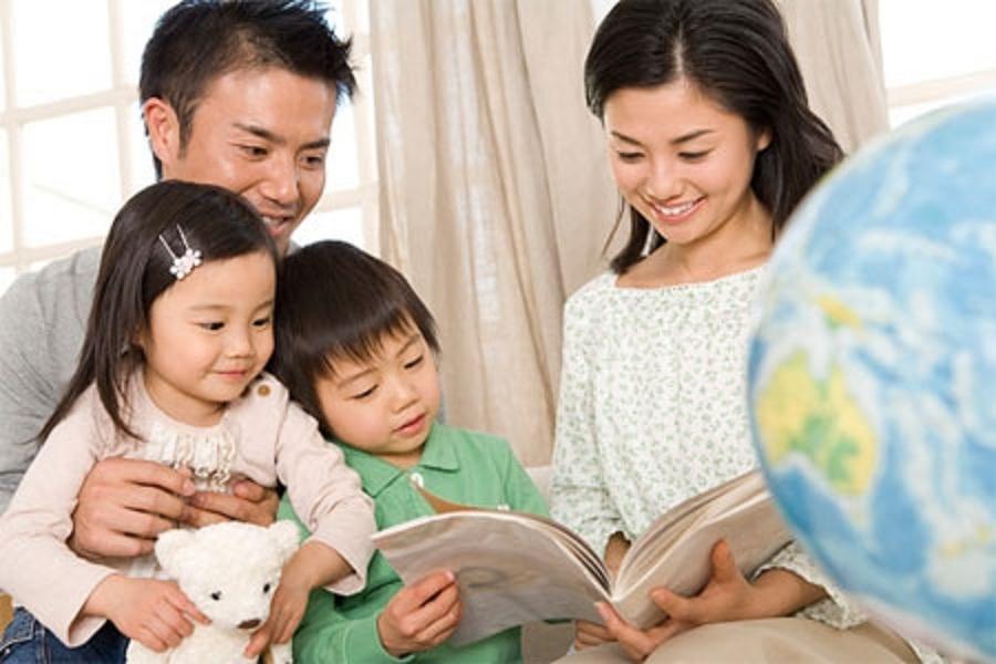 Cha mẹ nên gần gũi với con làm một người bạn thân thiết để thấu hiểu con nhiều hơn