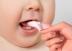 Cha mẹ nên rơ lưỡi cho trẻ sơ sinh và trẻ nhỏ