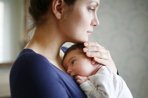 Những dấu hiệu của trầm cảm sau sinh thường từ biểu hiện nhẹ đến nặng