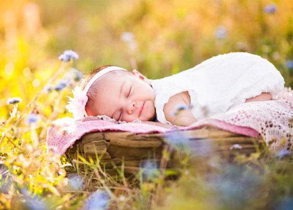 Tắm nắng đúng cách giúp trẻ cứng cáp hơn