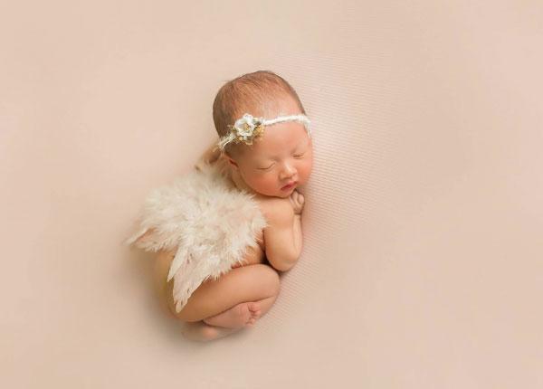 Tìm hiểu trẻ sơ sinh già tháng