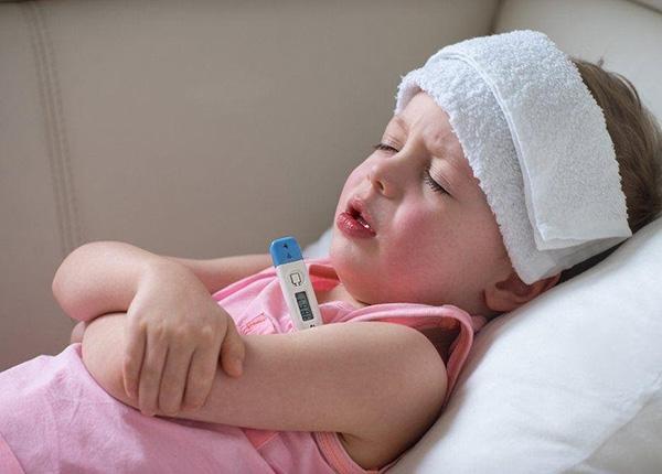 Hạ sốt cho trẻ mọc răng đơn giản mà hiệu quả
